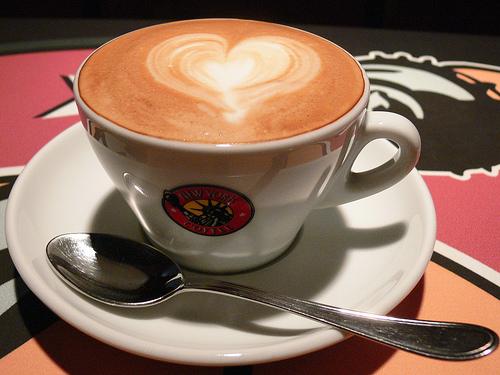 الشاي والقهوة ينقصان احتمال الإصابة بالعنقوديات